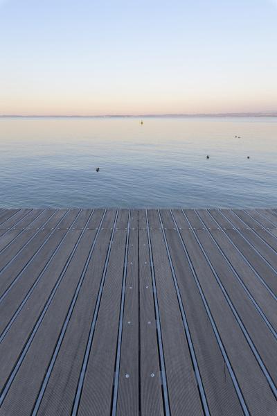 boardwalk ved daggry med udsigt over