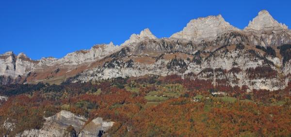 walenstadt dorf og bjerge i churfirsten