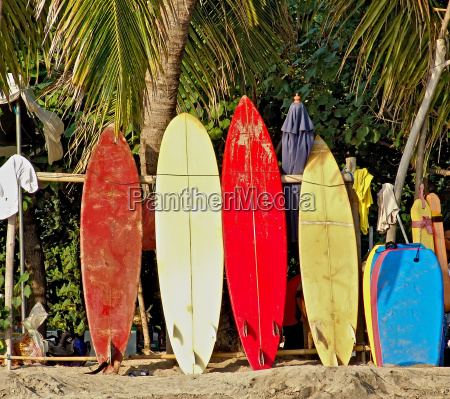 surfboards pa stranden i bali