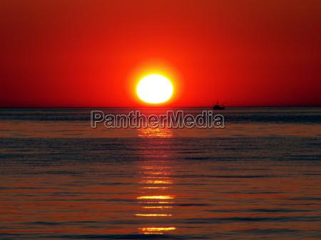 horizonte salida del sol ondas romantico