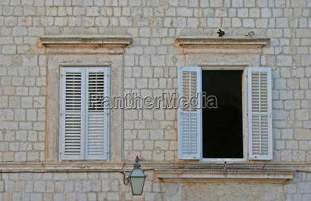 hus bygning vindue facade stil af