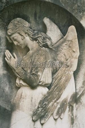 sten kirkegard gravsten sorg bede engel