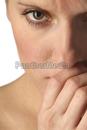 la mujer es timida