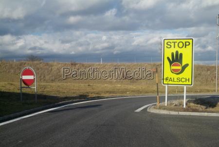skilt signal fare hand haender sort