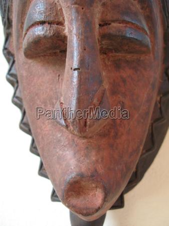 kunst kultur trae afrika forklaedt kult