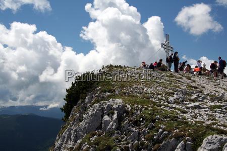 vandringsmand bjergbestiger himmel firmament bjerg skyer