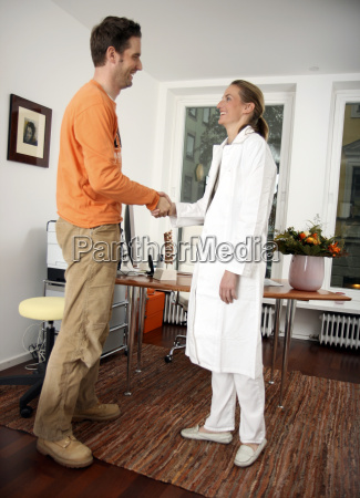 patient og laege handtryk