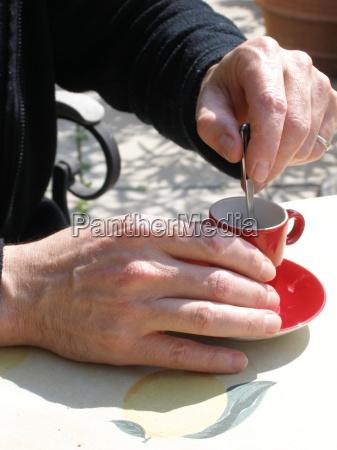 cafe hand haender sommer sommerlig kaffe