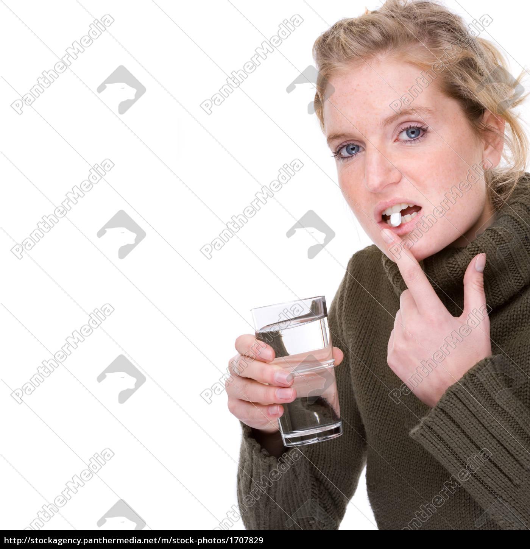 ung, kvinde, med, tablet, og, glas - 1707829