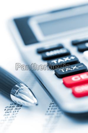 calcolatore dimposte e penna