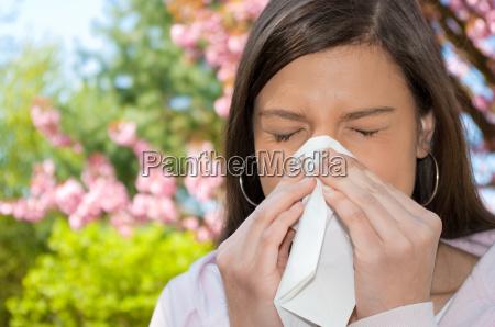 kvindes allergi lommetorklaede