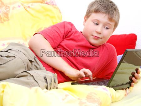barnet surfer pa www