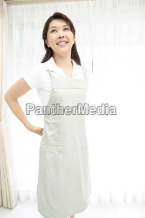 woman putting on an apron