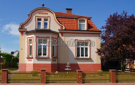 hus bygning historisk have villa stil