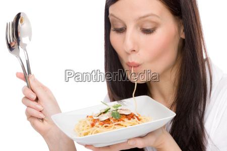 italiensk mad portraet kvinde spiser spaghetti