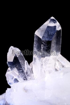 kvarts krystaller pa sort