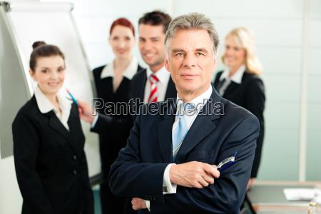 business team i et kontor