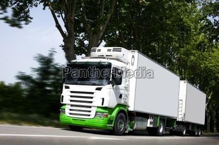fremskynde, gul, semi-lastbil, på, motorvej - 4718892
