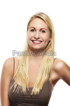 portraet af en smuk glad blond