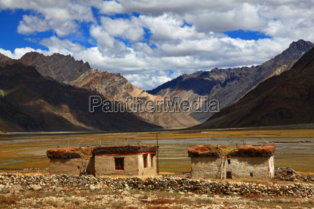 traditional housezanskar valleyindien