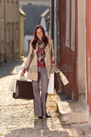 efteraret toj shopping kvinde elegant med