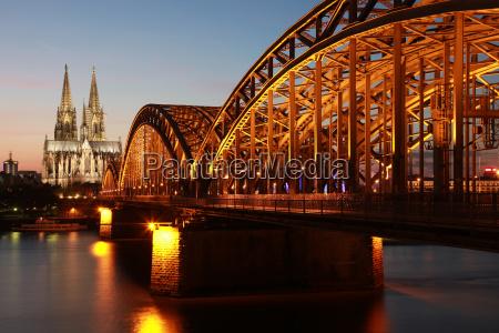 koeln katedral og hohenzollern bro