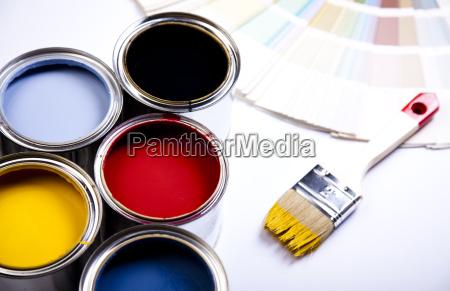 daser af maling med pensel