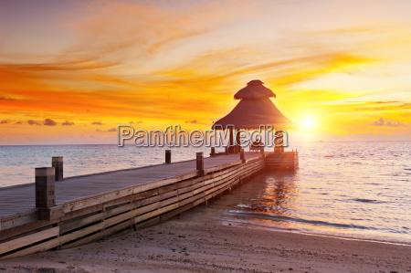solnedgang i paradiset