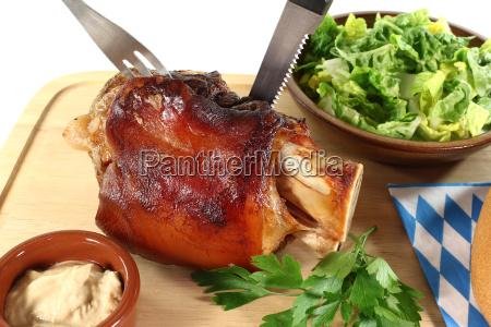 fersk svinekod med bestik