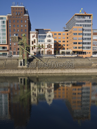 media harbour duesseldorf den gamle