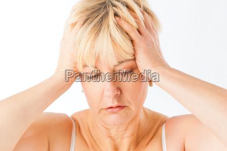 kvinde smerter hovedpine lider kroniske medicin