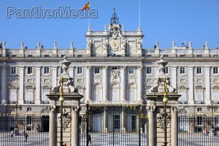hiszpania palac madryt punktem orientacyjnym budowlany