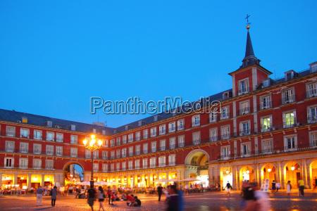typowy plac madrytu plaza mayor w
