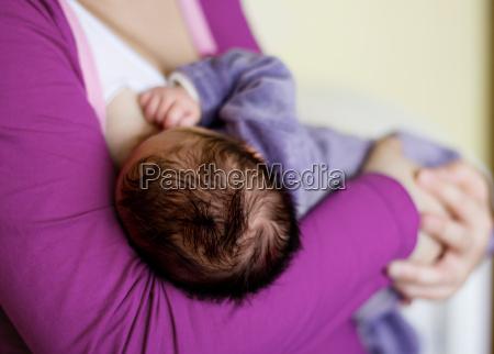 fodring nyfodte baby