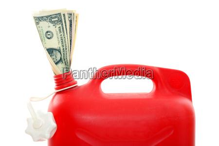dyrt benzin