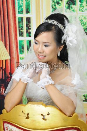 asiatiske kvinder i brudekjole
