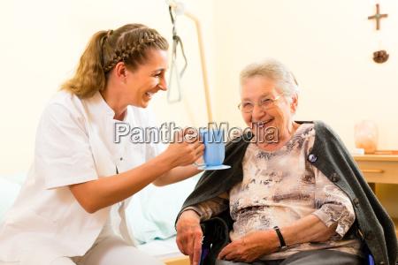 alder og sygepleje sygeplejerske og