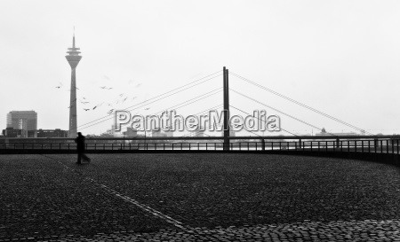 motion postponement moving movement duesseldorf rheinbruecke