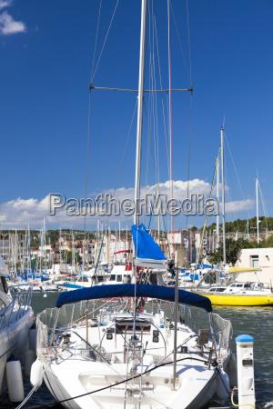 big yacht i havnen stor
