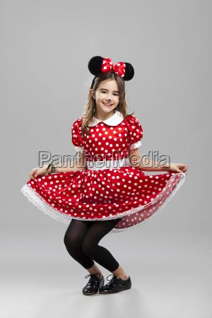 lille pige med et karneval custome
