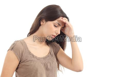 kvinde med en hovedpine og hendes