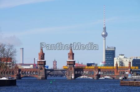 berlin oberbaumbruecke og tv tarnet berlin