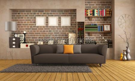 moderne sofa i en vintage stue
