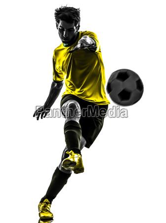 brasiliansk fodboldspiller ung mand sparker silhuet