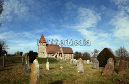 middelalderkirke grav kirkegard england