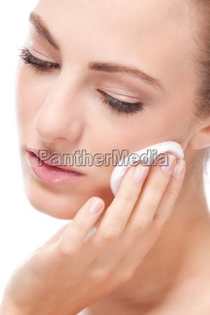 ung attraktiv kvinde med velplejet hud