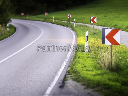 skilt signal ulykke ulykkestilfaelde foran klog
