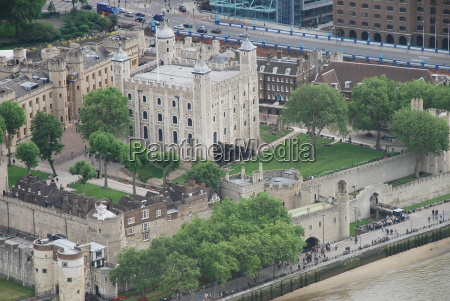 the tower of london thames