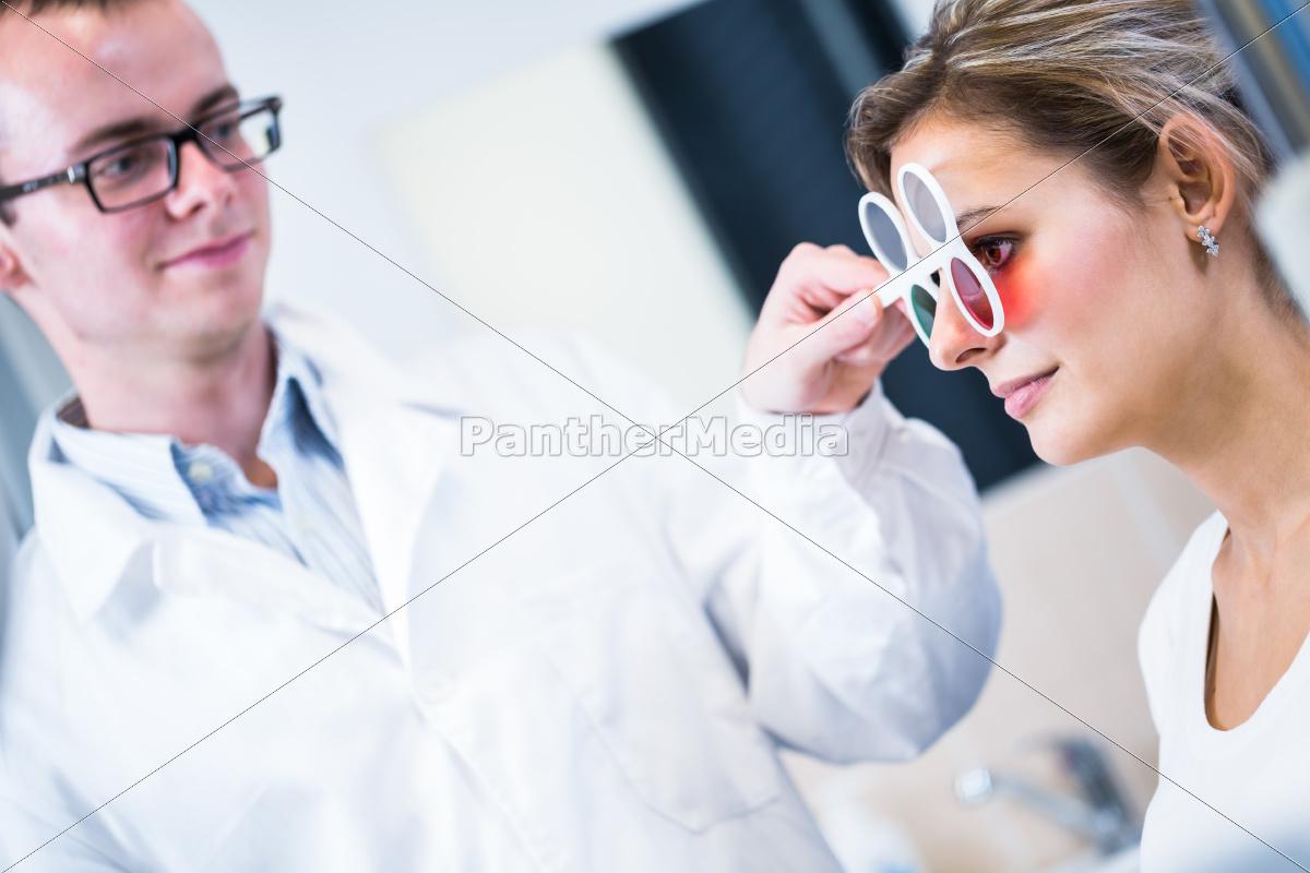 optometry, koncept-smuk, ung, mand, der, har, hendes - 10005046