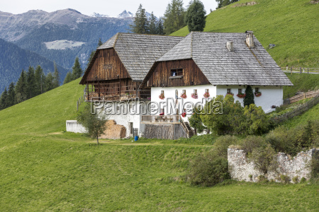typisk gard i sydtyrol norditalien